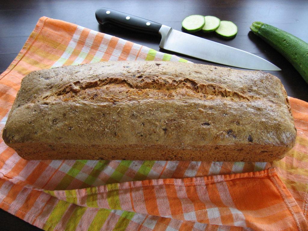 Chleb orkiszowy z cukinią na zakwasie